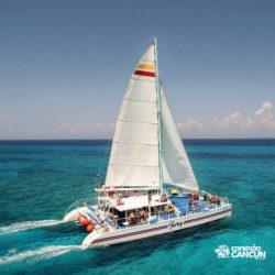 clube-de-praia-isla-discovery-catamara-dolphin-discovery-isla-mujeres-cancun-grupo-no-barco