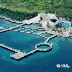 clube-de-praia-isla-discovery-catamara-dolphin-discovery-isla-mujeres-cancun-visao-aerea-dolphinario