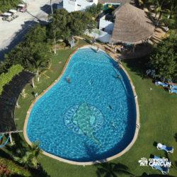 clube-de-praia-isla-discovery-catamara-dolphin-discovery-isla-mujeres-cancun-visao-aerea-piscina