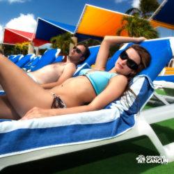 ventura-park-parque-cancun-casal-relaxando-na-cadeira-de-sol