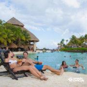 xcaret-cancun-casal–na-cadeira-de-praia