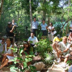 xel-ha-coba-parque-cancun-grupo-assiste-a-cerimonia