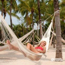 xel-ha-coba-parque-cancun-mulher-deitada-na-rede
