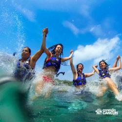 xel-ha-parque-cancun-grupo-entra-na-agua-da-praia