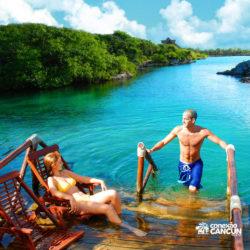 xel-ha-tulum-parque-cancun-casal-na-beira-rio
