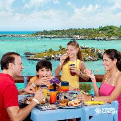 xel-ha-tulum-parque-cancun-familia-almoca-na-frente-do-mar