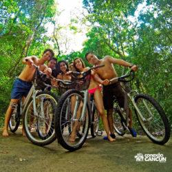 xel-ha-tulum-parque-cancun-grupo-de-criancas-com-bicicletas