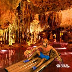 xplor-fuego-parque-cancun-balsa-rio-subterraneo-noturno