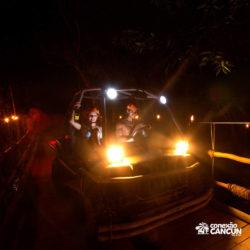 xplor-fuego-parque-cancun-carro-anfibio-passa-por-ponte