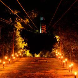 xplor-fuego-parque-cancun-chegada-tirolesa-com-fogo-a-noite