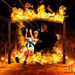 xplor-fuego-parque-cancun-mulher-na-tirolesa-com-fogo