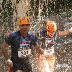 xplor-parque-cancun-casal-passa-pela-cachoeira