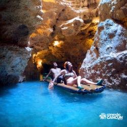xplor-parque-cancun-casal-passa-por-rio-subterraneo-e-observa-rochas