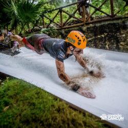 xplor-parque-cancun-mulher-desce-toboagua