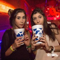 balada-noitada-boate-festa-la-vaquita-cancun-mulheres-tomando-drink