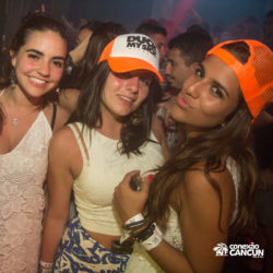 balada-noitada-boate-festa-mandala-cancun-mulheres-bonitas-posando-foto