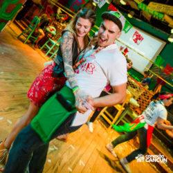 balada-noitada-boate-festa-sr-frogs-cancun-casal-dancando
