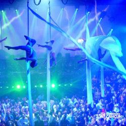 balada-noitada-festa-coco-bongo-cancun-acrobatas-voando