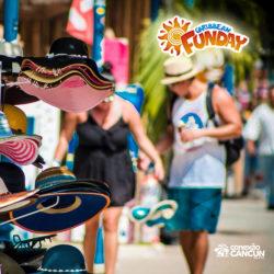 clube-de-praia-caribbean-funday-isla-mujeres-cancun-casal-fazendo-compras