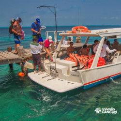 clube-de-praia-caribbean-funday-isla-mujeres-cancun-grupo-chegando-de-lancha
