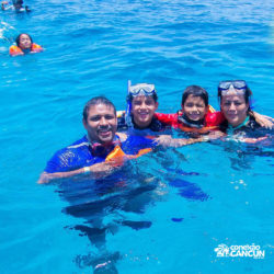 clube-de-praia-caribbean-funday-isla-mujeres-cancun-grupo-na-piscina