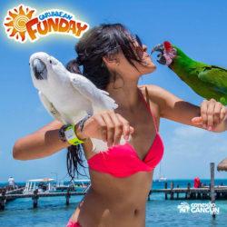 clube-de-praia-caribbean-funday-isla-mujeres-cancun-mulher-beijando-araras