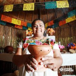 clube-de-praia-discovery-chankanaab-cozumel-cancun-mulher-com-oferenda