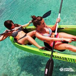 clube-de-praia-discovery-chankanaab-cozumel-cancun-mulheres-no-kayak
