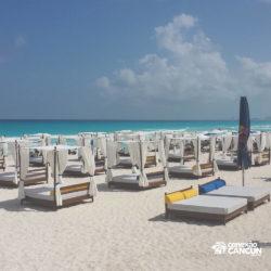 clube-de-praia-mandala-beach-dia-cancun-camastros-de-praia