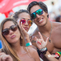 clube-de-praia-mandala-beach-dia-cancun-grupo-de-amigos