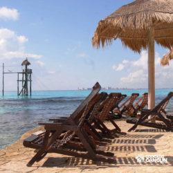 clube-de-praia-park-garrafon-dolphin-discovery-isla-mujeres-cancun-cadeiras-praia-em-frente-ao-mar