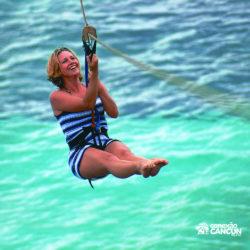 clube-de-praia-park-garrafon-dolphin-discovery-isla-mujeres-cancun-mulher-na-tirolesa