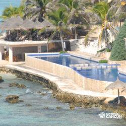 clube-de-praia-park-garrafon-dolphin-discovery-isla-mujeres-cancun-visao-aerea-lateral-da-piscina