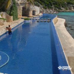 clube-de-praia-park-garrafon-dolphin-discovery-isla-mujeres-cancun-vista-lateral-piscina-borda-infinita