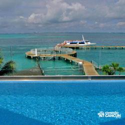 clube-de-praia-park-garrafon-dolphin-discovery-isla-mujeres-cancun-vista-para-o-mar-da-piscina-na-area-vip