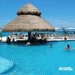dive-with-dolphin-discovery-cancun-cozumel-isla-mujeres-bar-da-praia