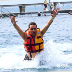 dolphin-royal-swim-vip-plus-isla-mujeres-cancun-homen-foot-push-golfinho
