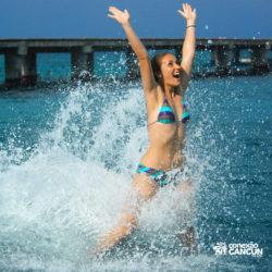 dolphin-royal-swim-vip-plus-isla-mujeres-cancun-menina-foot-push-golfinho