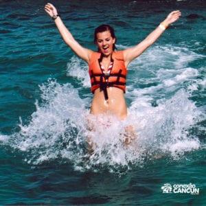 mulher no foot push na modalidade dolphin royal swim vip plus