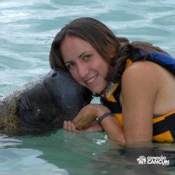 encontro-com-peixe-boi-dolphin-discovery-cozumel-cancun-isla-mujeres-beijo-no-rosto