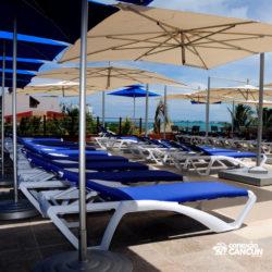 parque-garrafon-dolphin-discovery-royal-swim-vip-plus-isla-mujeres-cancun-cadeira-praia-area-vip