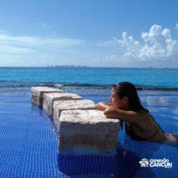 parque-garrafon-dolphin-discovery-royal-swim-vip-plus-isla-mujeres-cancun-mulher-na-piscina