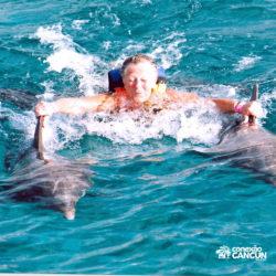 sea-life-circle-dolphin-discovery-riviera-maya-puerto-aventuras-cancun-senhora-dorsal-tow-golfinho