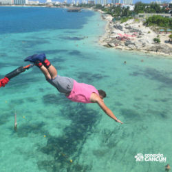 aventura-bungee-jump-extreme-adventure-bay-cancun-homem-mergulhando