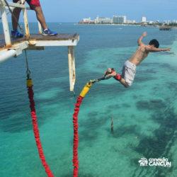 aventura-bungee-jump-extreme-adventure-bay-cancun-homem-pulando