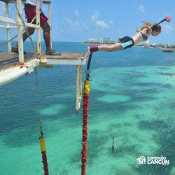 aventura-bungee-jump-extreme-adventure-bay-cancun-mulher-pulando