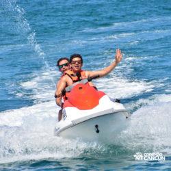 aventura-jet-ski-wave-runner-adventure-bay-cancun-homem-e-mulher