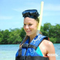 aventura-jungle-tour-aquatours-cancun-mulher-com-equipamento-snorkel