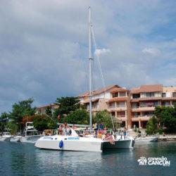 dolphin-discovery-catamara-encontro-golfinho-isla-mujeres-cancun-barco-no-canal