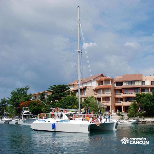 yate catamarã na modalidade Dolphin Cat com encontro